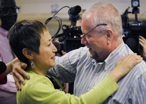 Peter Erlinder with his wife, Masako Usui, after his release from Rwanda in 2010. (AP file photo)