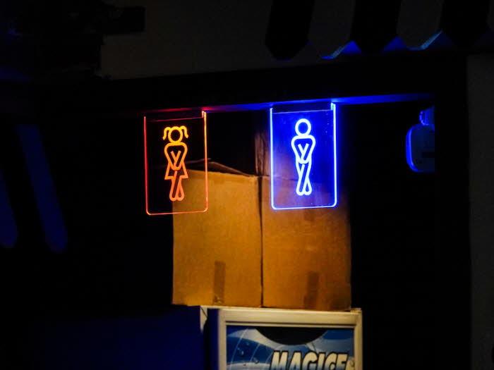화장실 LED 사인 아크릴네온사인 가성비 창문간판