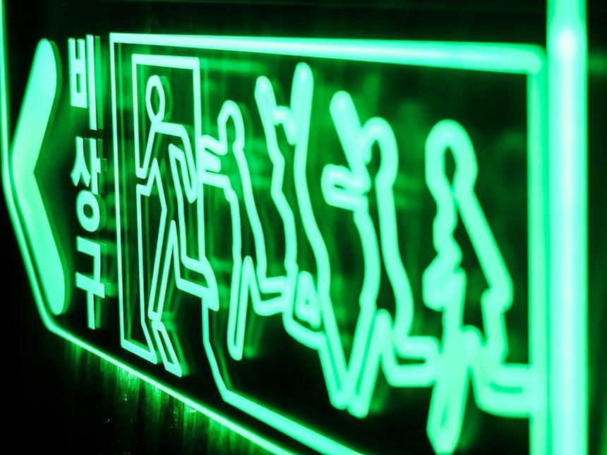 비상구사인 비상구조명 LED아크릴사인 아크릴네온사인 창문간판 유리창간판 아크릴조각사인