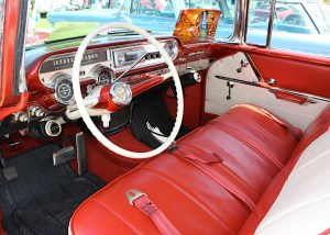 57 Pontiac Safari int