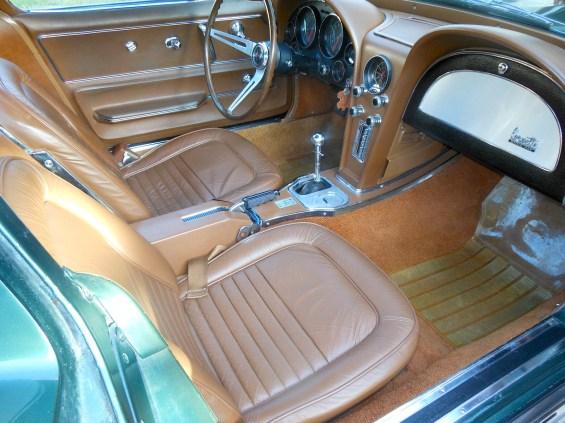 67 Corvette int