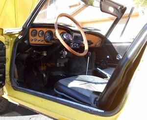 69 Fiat 850 Spider int