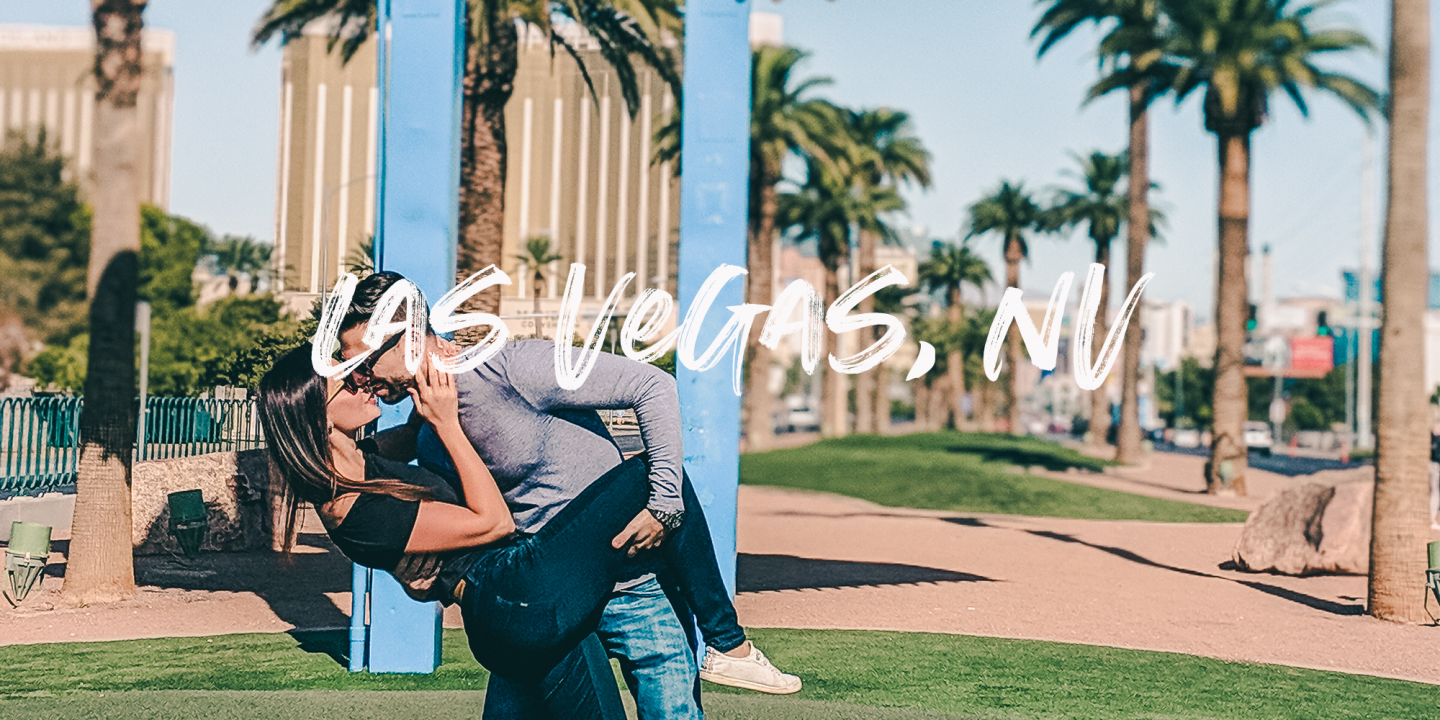 Travel couple photography at Welcome to Las Vegas sign in Las Vegas by @danandnatty