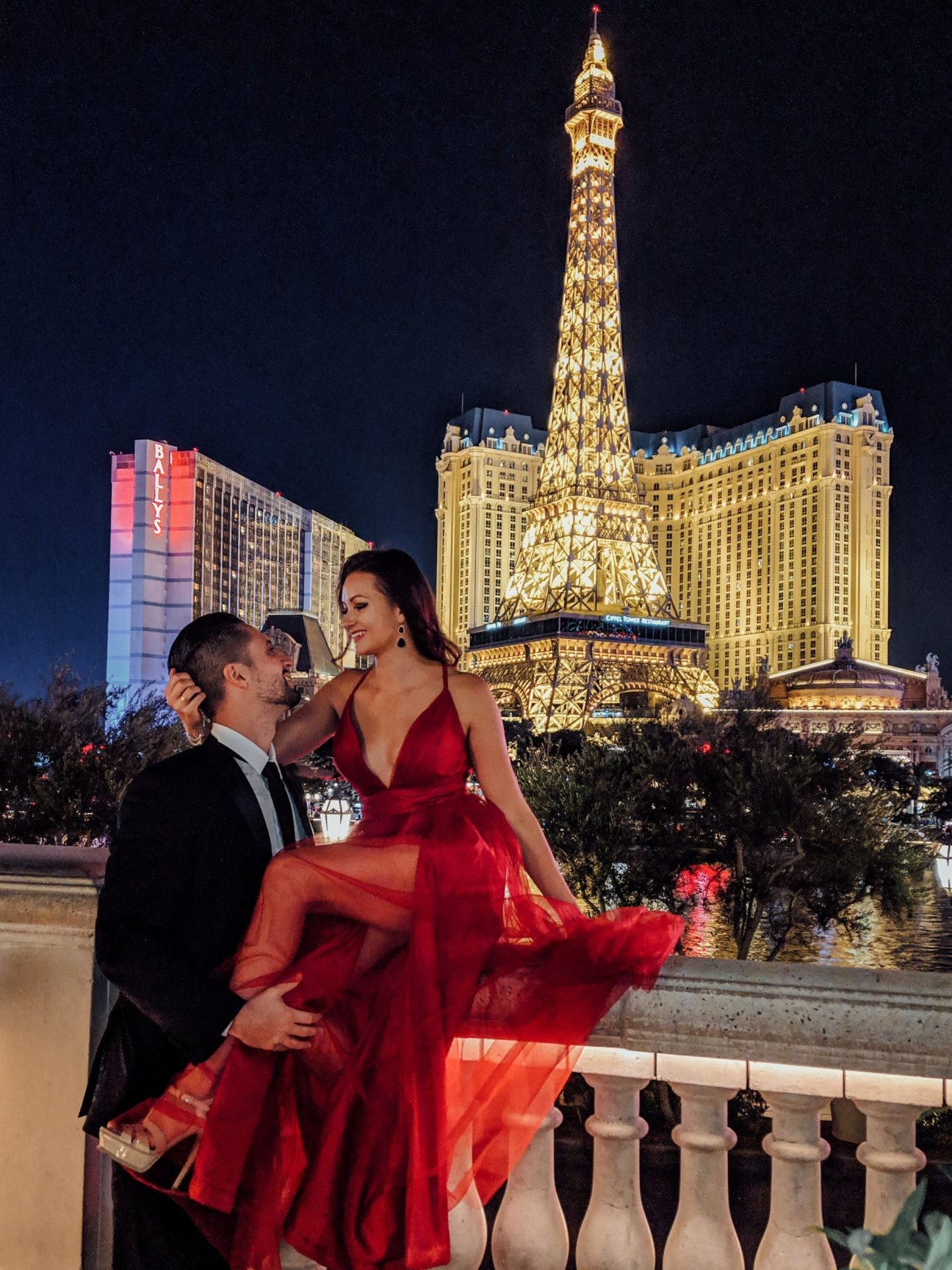 Las Vegas strip at night at the Bellagio fountain and Paris Hotel - by @danandnatty