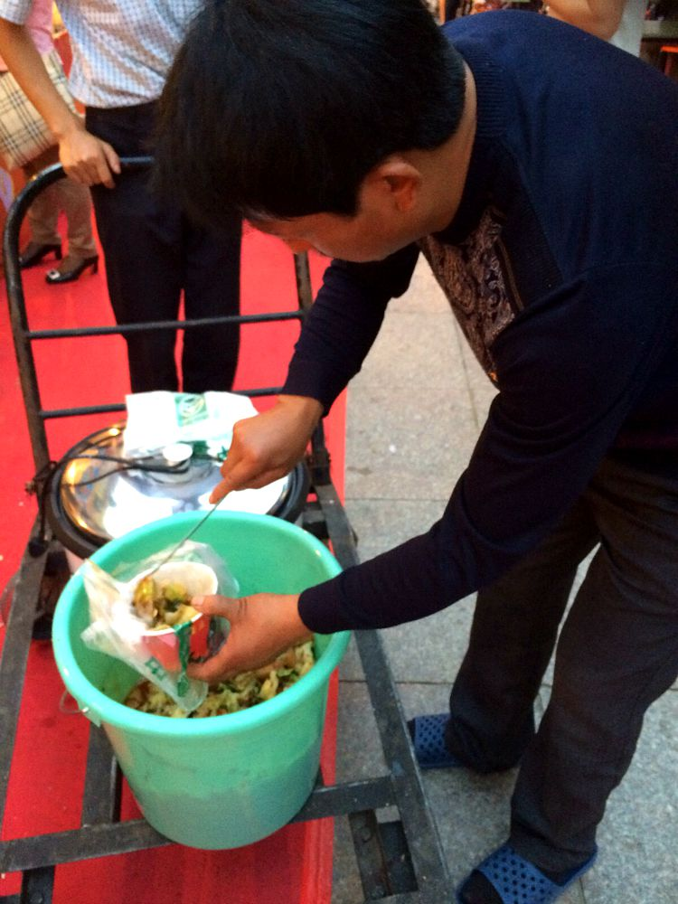 China: Street food is out in force for Mid-Autumn Festival. #Dinnerinabucket #XianScenes