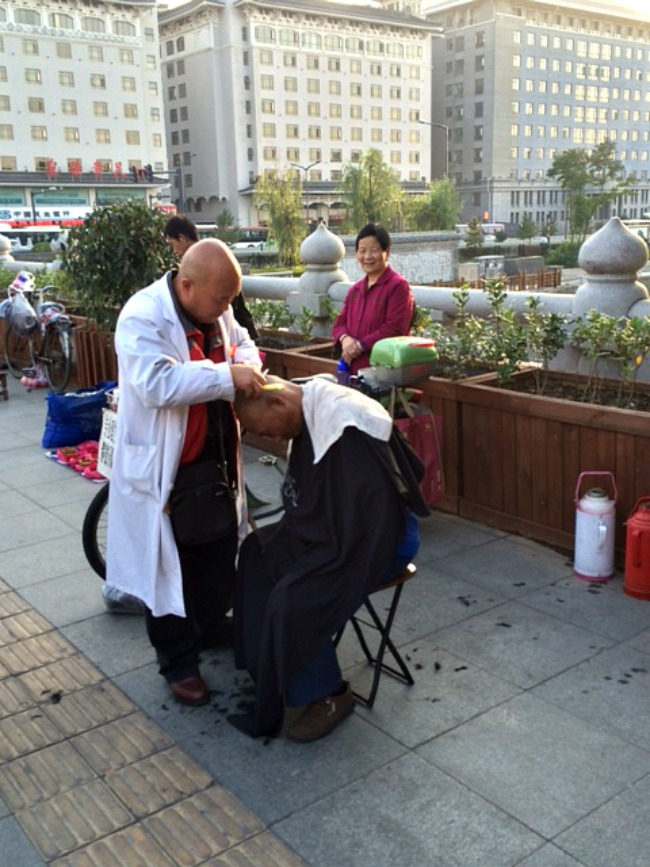 Day 42: China ... Street Barber!