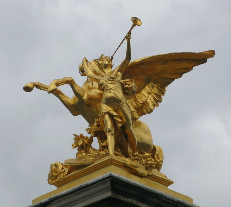 Statues in paris