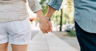 holding hands 1149411 640