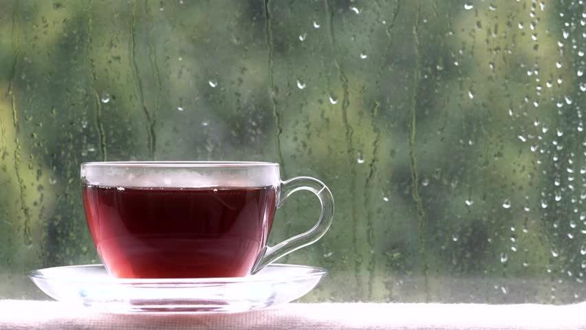 ceai cald intr-o zi ploioasa