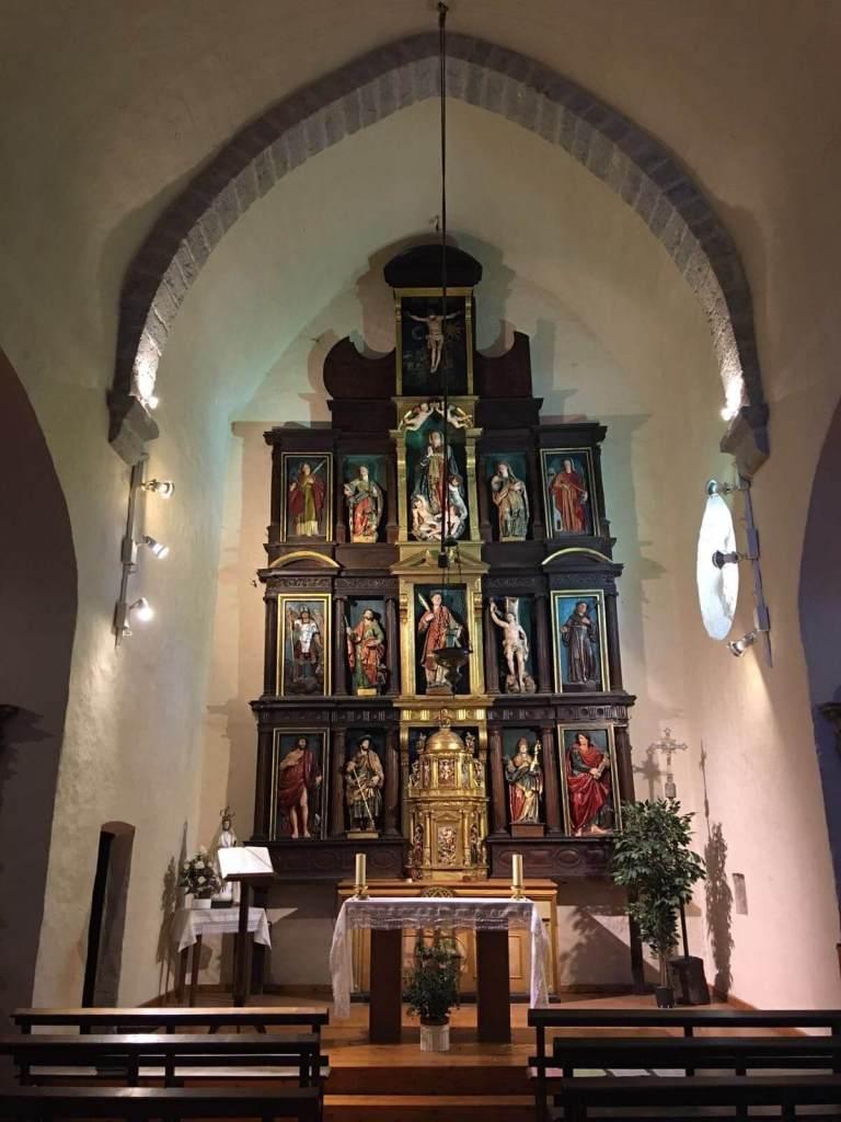 Altarul bisericii Sf. Ștefan din Zabaldika