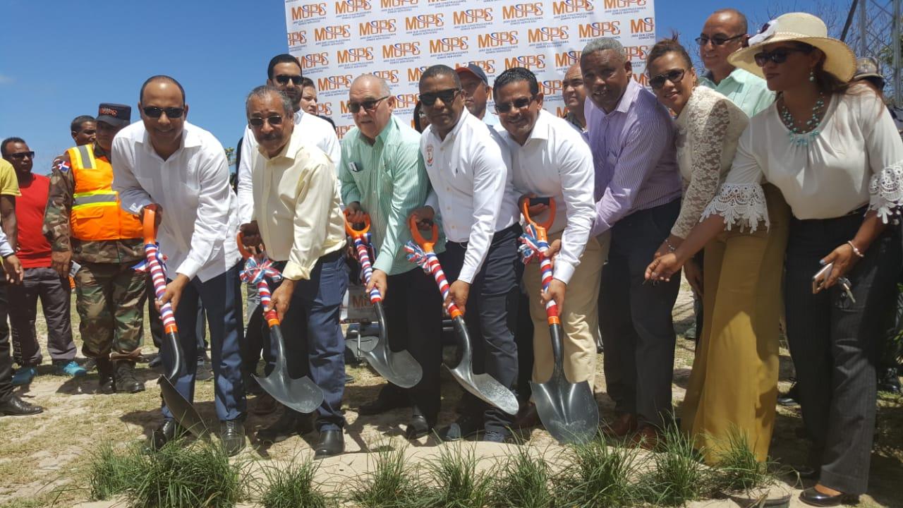 MOPC inicia trabajos de reconstrucción carretera Villa Elisa-Punta Rucia