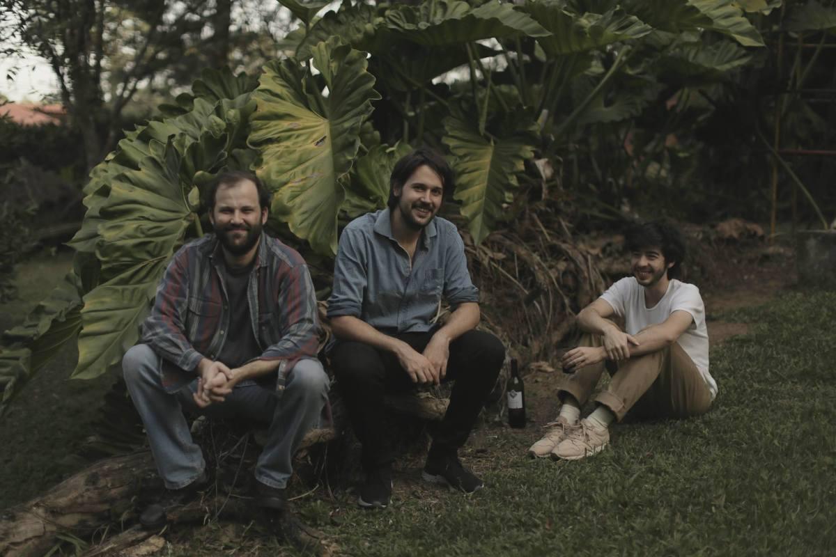 Simples, pegada, bonito, na cara: Conheça a banda Paradas