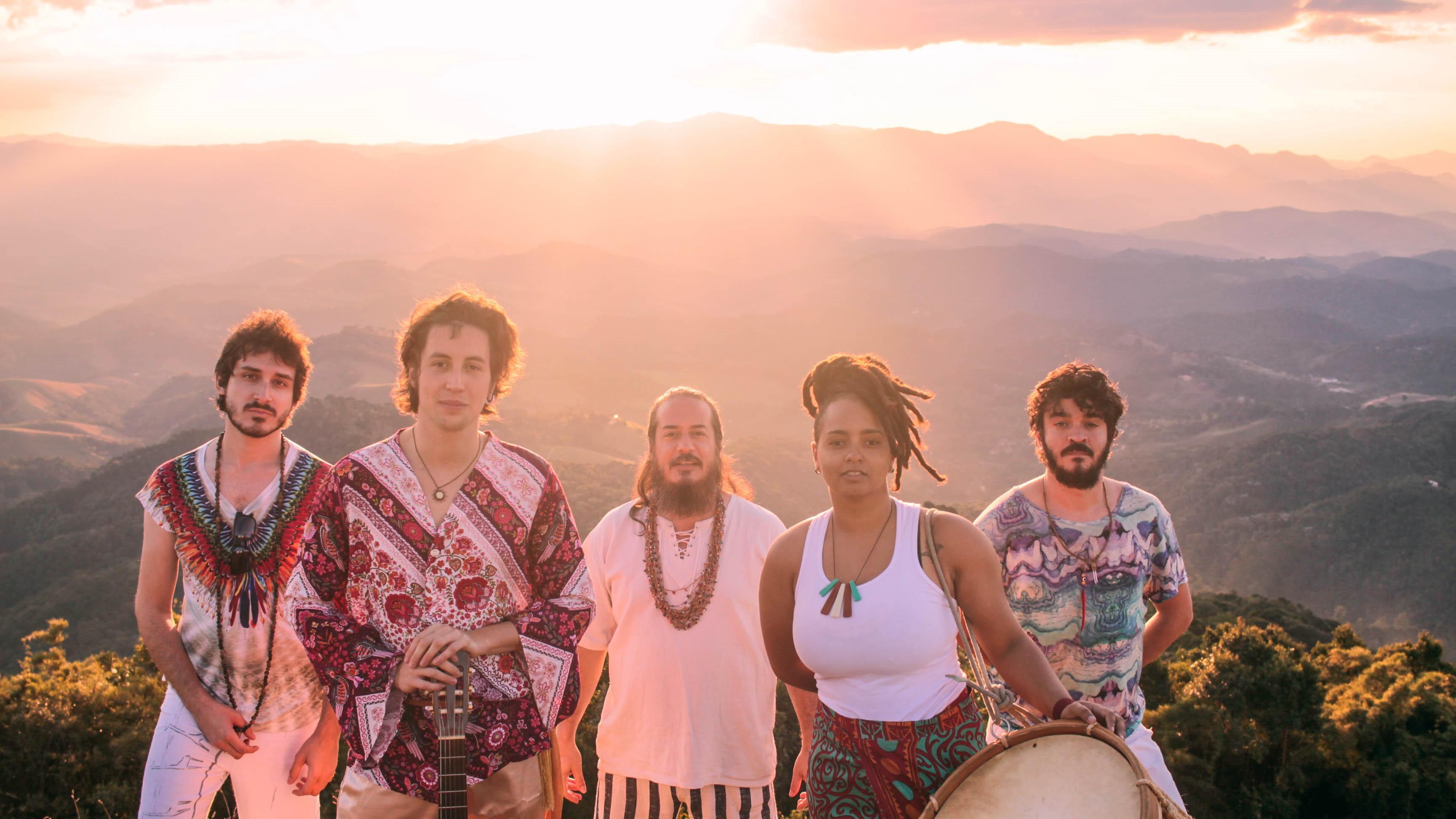 Mil Pássaros Dançando lança novo videoclipe, que anuncia disco de estreia