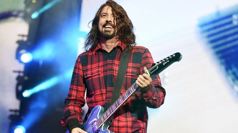 Dave Grohl esquece parte da música do Foo Fighters