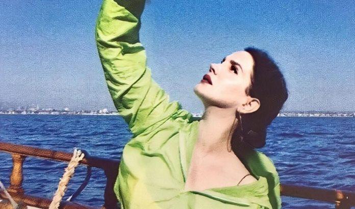 Lana Del Rey vence premio de Melhor Álbum do Mundo no NME Awards