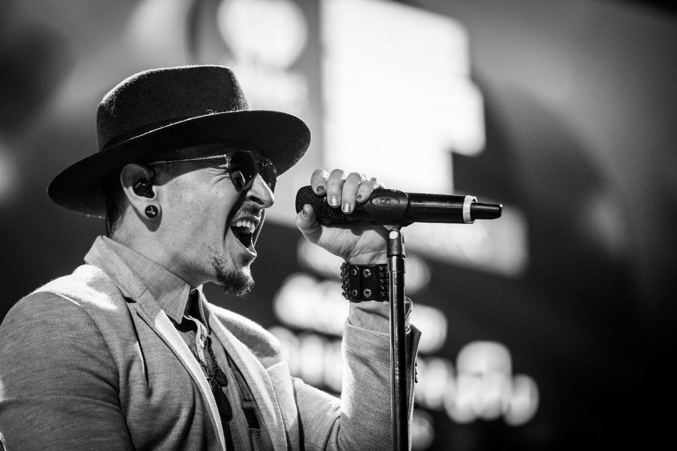 3 anos sem Chester Bennington: Relembre o legado que o vocalista do Linkin Park deixou