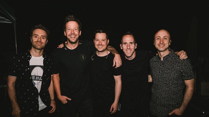 Simple Plan: David Desrosiers o baixista da banda, é afastado após denúncias de assédio