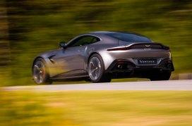 Aston-Martin-Vantage-221117-04
