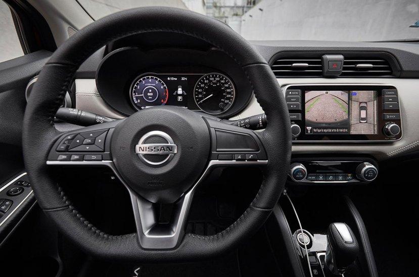 Nissan Versa 2021 interior