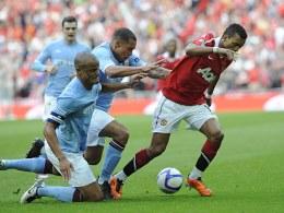 Nani trece de De Jong. Manchester City vs Manchester United 1-0, FA Cup semifinal.