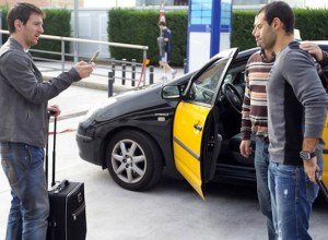 taxi driver has messi serve as his photographer