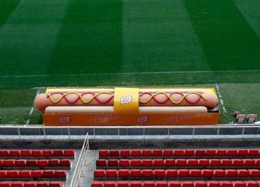 banca de rezerve a lui Betis in forma de hotdog