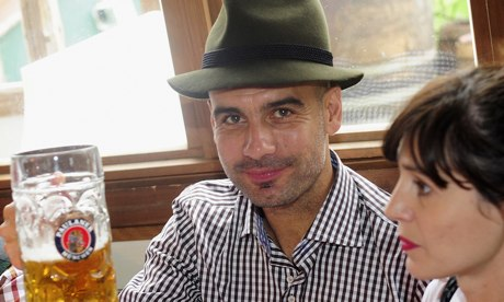 Bundesliga: Pep Guardiola toasts Bayern Munich's success at the Oktoberfest, accompanied by his wife.