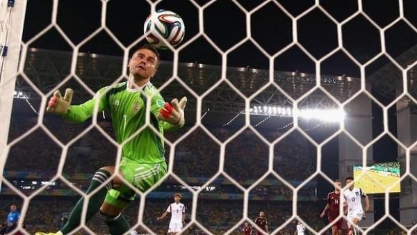 Akinfeev-Russia-Koreea-worldcup-2014