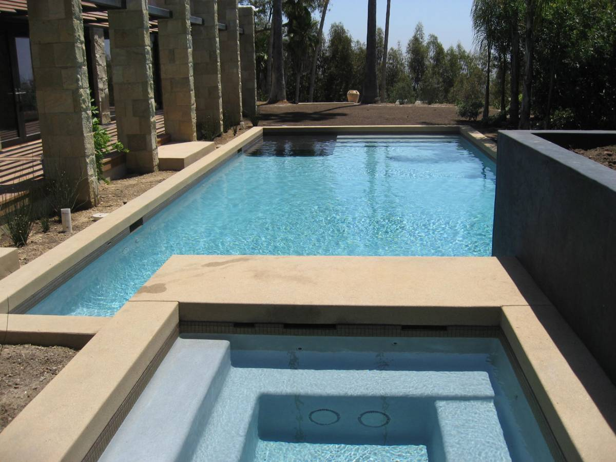 What Every Homeowner Should Expect from a Los Angeles Pool Contractor