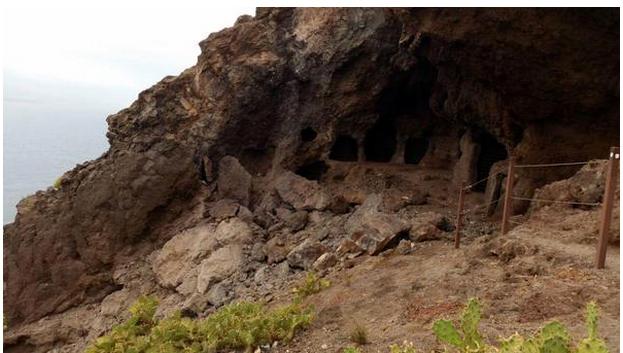 Okupas invaden las Cuevas de los Canarios  miplaya