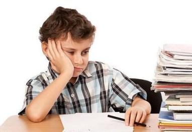niños con deberes