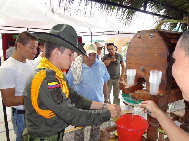 110 Policías carabineros capacitados brindan asesoría técnica, a los campesinos en las diferentes áreas rurales del Putumayo.