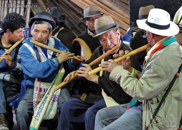 En los seis cabildos conformados en Cali hay 8.183 indígenas. El Inty - Raymi es su principal fiesta en la ciudad. En Colombia hay 102 pueblos indígenas y más de 68 lenguas. Algunos, ha advertido el Ministerio de Cultura, están en peligro de extinción tanto física como culturalmente.Elpaís.com.co | Oswaldo Páez