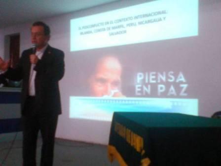 Carlos Villota santacruz, conferencia en Universidad de            Pamplona.