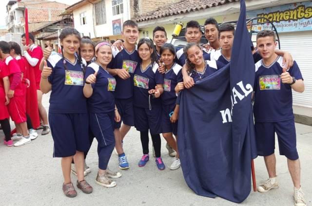 viernes 6 de noviembre. pruebas de velocidad, fuerza, agilidad y resistencia en la calle principal de sibundoy. aquí el equipo de la escuela normal que demostró unidad y compañerismo.