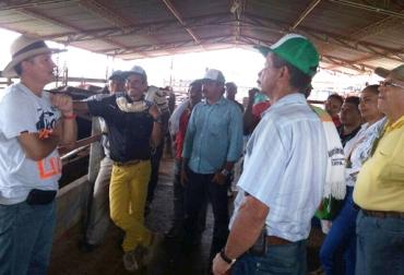 Ganaderos de Puerto Guzmán en Putumayo se capacitan gracias Sena y al apoyo de entidades como Cogamayo, FNG, entre otros. Foto: Leonardo Marroquín.