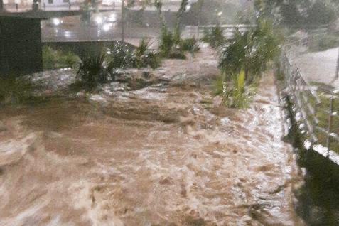 Las fuertes lluvias en la capital del Meta han provocaron inundaciones en 25 barrios y el desbordamiento de algunos caños en Villavicencio.Cortesía/Periódico del Meta.