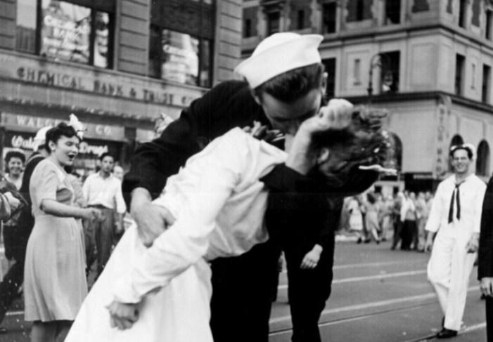 ¡A robar besos! Hoy es el día mundial del beso robado