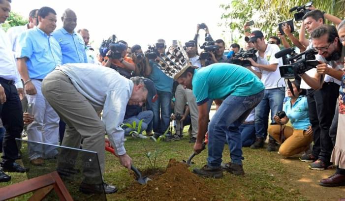 Gobierno pagará a campesinos para proteger un millón de hectáreas de bosques y páramos