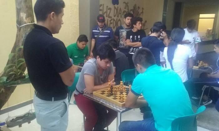Aprendices participan en torneo intramural de ajedrez en Mocoa