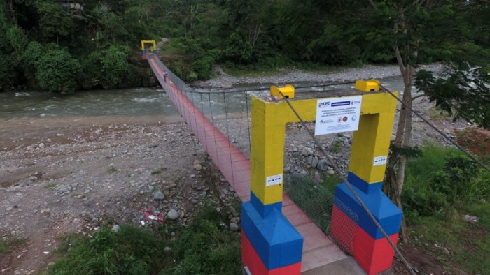 Finaliza la reconstrucción del puente peatonal en el Barrio San Agustín, sobre el río Mocoa