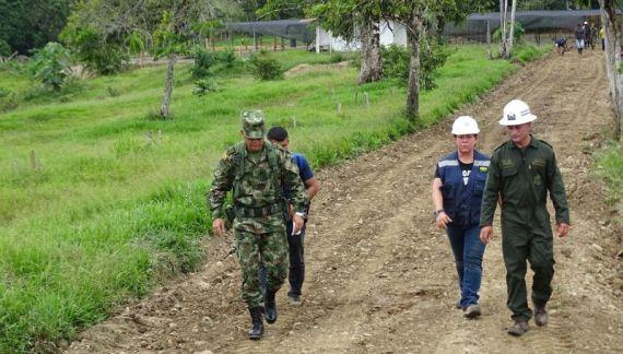 Ingenieros militares iniciaron mantenimiento de vía principal de la ETCR la carmelita