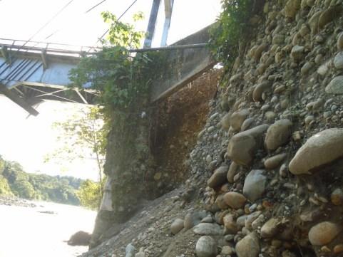 Puente sobre el río Guamuézen la vereda Primavera municipio de Orito.