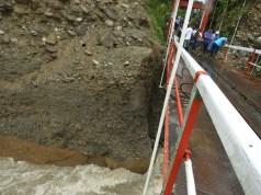 Puente de Brisas sobre el río Guamuéz limítrofe entre los municipios Orito y Valle del Guamuéz.