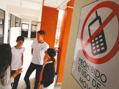 """""""Al colegio se va es a estudiar y a aprender"""": prohíben el uso de celulares en colegio de Hobo"""