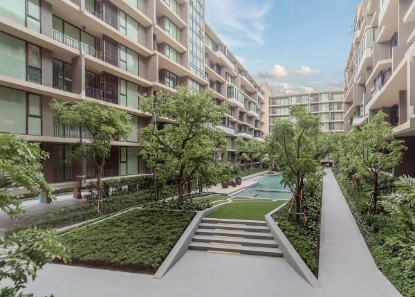 parque condominium courtyard