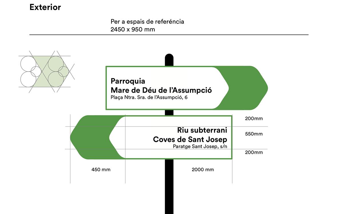 señaletica corporativa con el escudo del pueblo, de la localidad