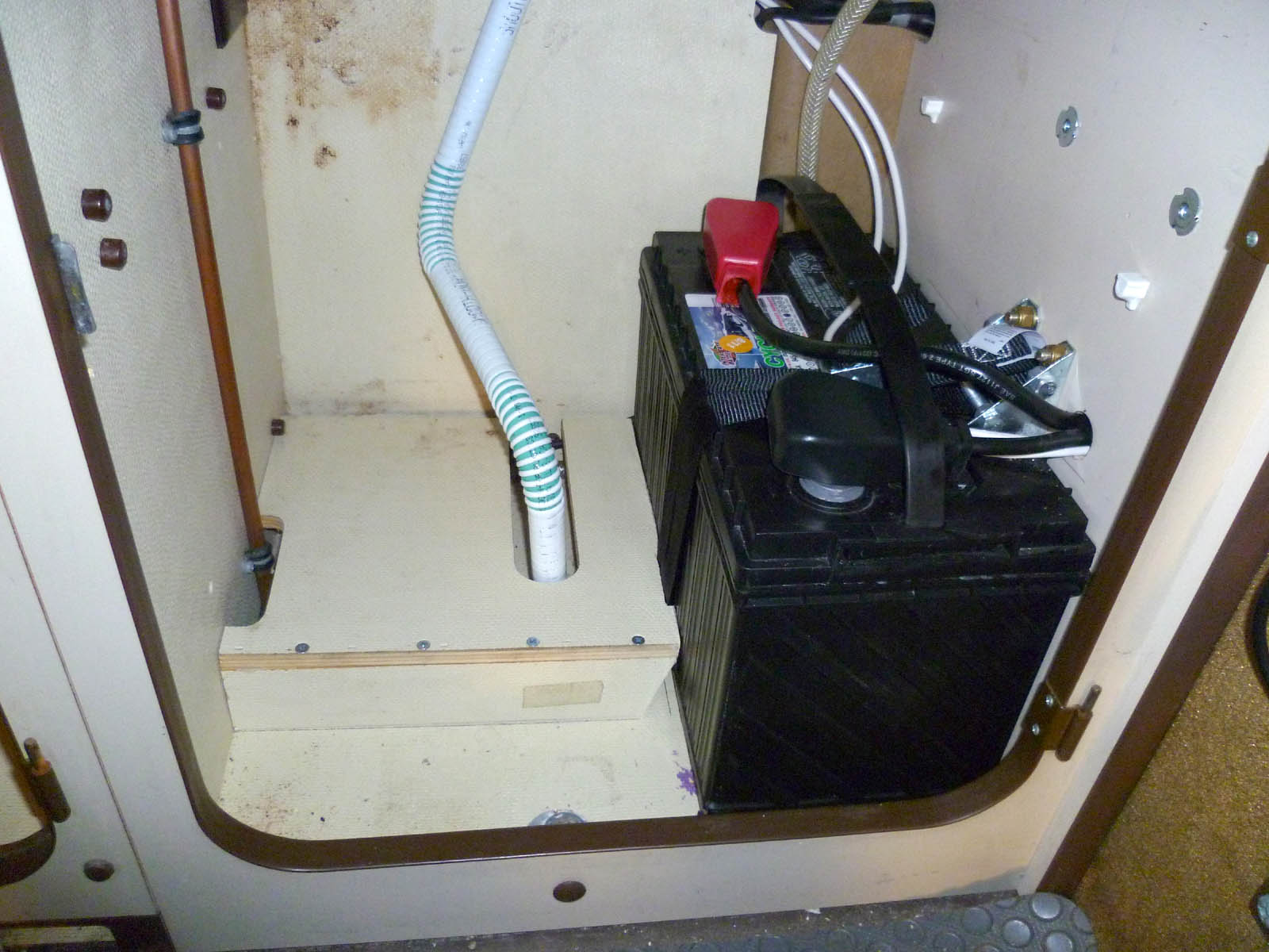 hight resolution of battery mounted under sink