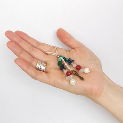 amulette_feminin_sacré_pierre_de_lune_cornaline_perle_malachite_lapis_lazuli_turquoise_quartz_rose3