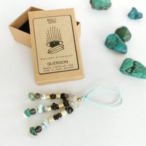 amulette_guérison_turquoise_cristal_de_roche_grenat_larimar_os_sugilite_quartz_fumé